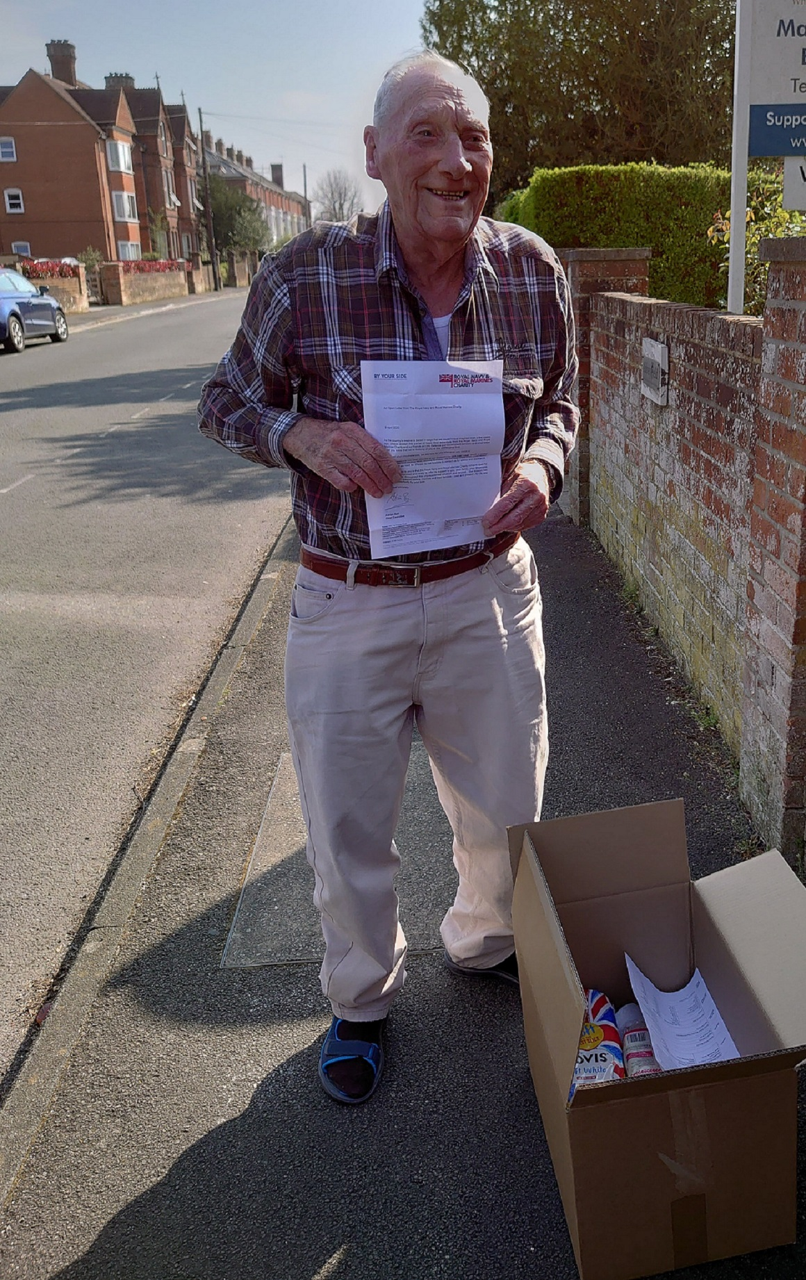 WW2 Royal Navy veteran Bill Silvester receives care package from RNRMC