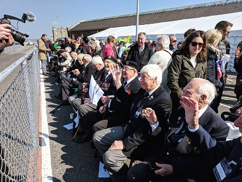 WWII Navy Veterans watching HMS Dragon Homecoming